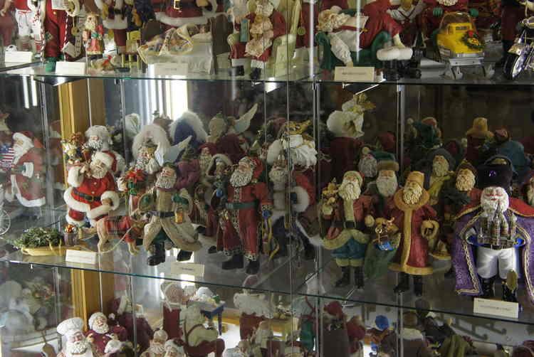 коллекция санта-клаусов