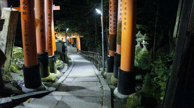 Фусими Инари в Киото, вечернее знакомство с храмом
